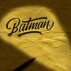 Inspirado en el estilo de la caligrafía hecha a mano, el diseñador gráfico mexicano, David Milán, creó una serie de logotipos para rendir homenaje a superhéroes y villanos como Batman, Joker y Superman. Para hacer sus logos aún más fascinantes, Milán añadió detalles que reflejan las distintas características de cada personaje. Por ejemplo, ala imagen […]