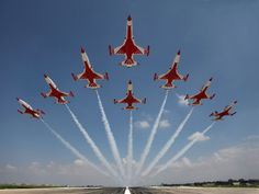 Turkish Stars - My Wallpaper Military Jets, Military Aircraft, Air Fighter, Fighter Jets, Air Force, Jeep Wrangler, Aerial Acrobatics, Air Machine, Stunts
