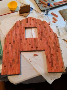 Learn how to make realistic looking barn wood out of gingerbread! Recipes and instructions from a Food Network's Haunted Gingerbread Showdown contestant. Christmas Gingerbread House, Gingerbread Houses, Gingerbread Recipes, Ginger Bread House Diy, Barn Wood, Food Network Recipes, A Food, Cake Decorating, Crib