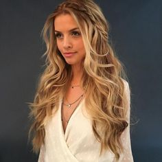 11 sweet & romantic hairstyle ideas for the wedding - frisuren - Wedding Hairstyles Try On Hairstyles, Romantic Hairstyles, Popular Hairstyles, Bride Hairstyles, Hairstyle Ideas, Wedding Hairstyles For Long Hair, Hairstyles For Christmas Party, Simple Curled Hairstyles, Simple Homecoming Hairstyles