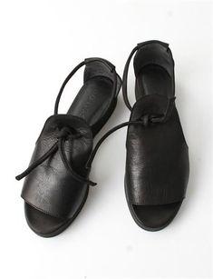 Creatures of Comfort Lee sandals Sock Shoes, Cute Shoes, Me Too Shoes, Shoe Boots, Shoe Bag, Black Sandals, Leather Sandals, Shoes Sandals, Black Booties