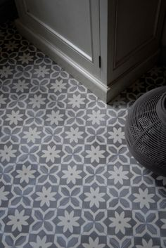 Cement tile series AZUL Ornament Flower Point by Replicata: Dimensions: 1 Floor Design, Tile Design, House Design, Floor Patterns, Tile Patterns, Floor Ceiling, Tile Floor, Unique Tile, House Tiles