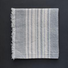 Tea towel Samuji Koti / Keittiöpyyhe Samuji Koti. (Photo: Samuji) Textile Design, Textile Art, Tea Towels, Textiles, Rugs, Home Decor, Farmhouse Rugs, Dish Towels, Decoration Home