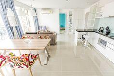 Продается квартира с 2-мя спальнями в Atlantis Condo в Паттайе http://bestthaitour.ru/prodazha-kvartiry-s-2-mya-spalnyami-v-atlantis-condo/  Atlantis Condo Resort – это шикарные восьмиэтажные здания, которые окружают самый большой в Паттайе бассейн площадью около 2 600 м2. Atlantis Condo Resort Pattaya – первый кондоминиум в городе, который соответствует понятию «жизнь на курорте». Жители квартир могут наслаждаться водным парком, основанном на легенде о затерянной Атлантиде. Тропические сады…