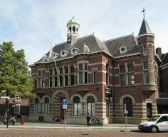 Voormalig bankgebouw Johan de Wittstraat in Dordrecht