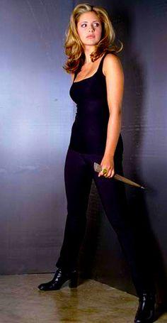 Joss Whedon, Sarah Michelle Gellar Buffy, 90s Fashion, Fashion Outfits, Buffy Summers, Michelle Trachtenberg, Tv Girls, Badass Women, Buffy The Vampire Slayer