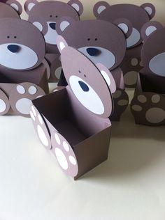 Embalagem de urso em papel 180g.    Decoração de mesas de doces e bolos, dos convidados, como lembrancinha.     Várias cores e estampa. Outros tamanhos.Consulte-nos.    A parte interna da caixinha (somente a parte da caixinha):  9,2 x 5,2 x 5,8 de altura