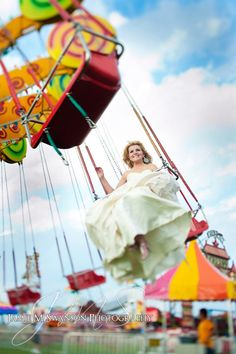 Carnival Trash the Dress at the Washington County Fair by Madison Wedding Photographers Post Wedding, Wedding Pics, Wedding Shoot, Dream Wedding, Wedding Day, Wedding Dresses, Carnival Wedding, Carnival Themes, Carnival Rides