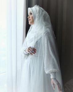 Queen Wedding Dress, Muslimah Wedding Dress, Muslim Wedding Dresses, Muslim Brides, Bridal Dresses, Wedding Gowns, Bridal Hijab, Hijab Bride, Wedding Hijab Styles