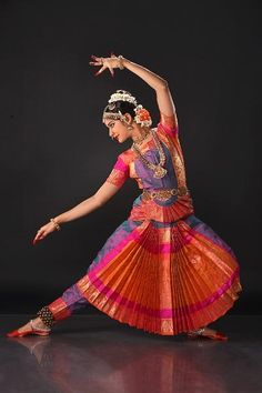 An Online Media for Performing Arts Isadora Duncan, Folk Dance, Dance Art, Bollywood, Dancing Drawings, Indian Classical Dance, Dance Paintings, India Art, Indian Heritage