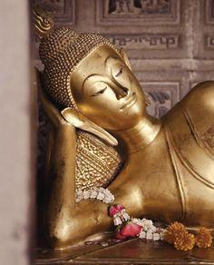 Thai Buddha Statue, Buddha Art, Laos, Thai Pattern, Reclining Buddha, Ancient Jewelry, Religious Art, Yoga Meditation, Spirituality