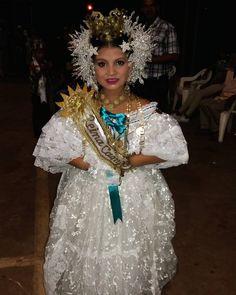 Yordhana Sanchez Reina en Capira ha practicado el folclore patrio desde su infancia vistiendo la elegante pollera. Su familia es de la comunidad de Santa Catalina de La Mesa