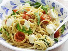 Rezept: Pasta mit Mozzarella, Cherrytomaten und Rucola