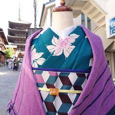 . 街に溶け込む . #大塚呉服店 #otsuka_gofukuten #京都 #kyoto #着物 #kimono #japan #photo #trip #travel #オリジナル #袷 #キューブ #かわいい #kawaii #おしゃれ #tamakiniime #玉木新雌 #播州織 #ストール #ふわふわ #fashion #coordinate #ootd #instagood