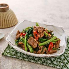 stri-fried water spinach with beef Taiwanese Cuisine, Taiwanese Recipe, Water Spinach, Taiwan Food, Asian Recipes, Ethnic Recipes, Chinese Food, Japchae, Good Food