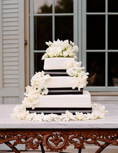 @Lindsay Dillon Dillon Dillon Fleming Black & White Wedding Cake