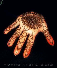 palm by Henna Trails, via Flickr