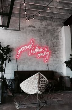 Good vibes only neon sign Mid-century Interior, Salon Interior Design, Salon Design, Good Vibes Quotes Positivity, Positive Quotes, Decoration Restaurant, Hight Light, Custom Neon Lights, Led Logo