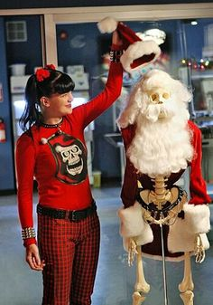 Pauley Perrette in NCIS: Naval Criminal Investigative Service Ncis Series, Serie Ncis, Tv Series, Chicago Fire, Criminal Minds, Best Tv Shows, Favorite Tv Shows, Ncis Abby Sciuto, Ncis Cast