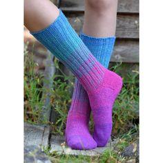 Magic cast on - tekniikka | teetee SHOP Rainbow Socks, High Socks, Knitting Patterns, It Cast, Unisex, Shopping, Magic, Fashion, Moda