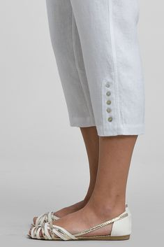 Linen cropped pants with buttons detail