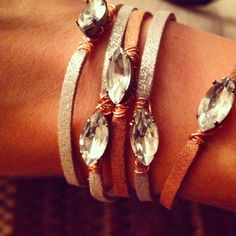 Guidelines to create a simple, chic bracelet from metallic suede, gems and copper wire, in an hour or less.
