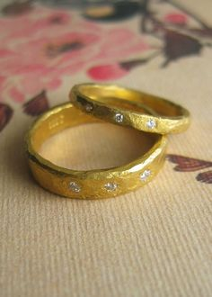his and hers wedding rings...one day i will wear THIS ring