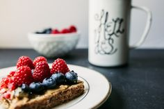 Are you on the hunt for fresh snack ideas that crush cravings, sidestep highly processed pitfalls, and rack up impressive nutrition and health points?  Here are 6 easy ideas for fall guaranteed to