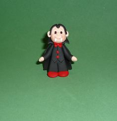 Polymer clay Halloween Dracula by JHMiniatures on Etsy Polymer Clay Halloween, Halloween Doll, Polymer Clay Projects, Clay Crafts, Halloween Themes, Halloween Crafts, Halloween Cupcakes, Halloween Decorations, Polymer Clay People