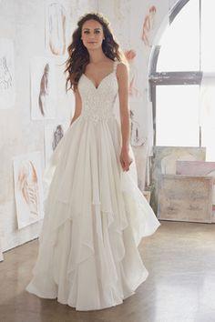 2017 Una línea vestidos de boda de las correas gasa con apliques de tren de barrido