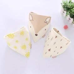 Anika Fox fabric Super soft bib and burp cloth for your little one. Comes in a set of 3 and is perfect for baby show Cotton Bandanas, Cotton Scarf, Bandana Scarf, Dog Bandana, Baby Burp Cloths, Baby Bibs, Cartoon Flowers, Kawaii, Cute Bears