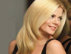 Μία από τις πιο εντυπωσιακές παρουσίες της ελληνικής τηλεόρασης και όχι μόνο είναι η πανέμορφη Ζέτα Μακρυπούλια.