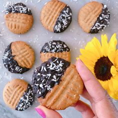 Cookies beurre de cacahuètes #recette #cookies #beurredecacahuetes #peanutbutter #gouter #dessert #healthy #healthyfood #gourmand Healthy Snacks, Healthy Recipes, Cookies Et Biscuits, Waffles, Sugar, Breakfast, Peanut Butter Cookies, Peanut Butter, Chocolates