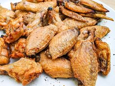 Baking Powder Chicken Wings | The Crispiest Wings You'll Ever Make Health Chicken Recipes, Fried Chicken Recipes, Chicken Recepies, Keto Chicken, Baking Powder Chicken Wings, Air Fry Chicken Wings, Wings In The Oven, Crispy Baked Chicken Wings, Fries In The Oven