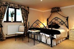 How to Decorate With a Gothic Theme. I would kill for a room like this!!