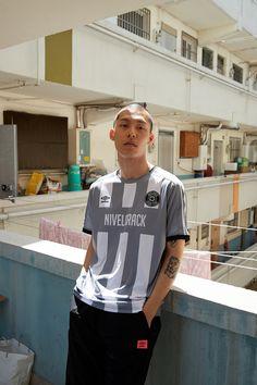 La jersey di Nivelcrack x Umbro Korea Classic Football Shirts, Vintage Football Shirts, Custom Football, Dope Fashion, Urban Fashion, Mens Haircuts Short Hair, Neymar, Ronaldo, Streetwear