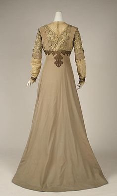 Visiting dress Designer: Jacques Doucet Date: ca. 1903 Culture: French Medium: wool, cotton, silk, metallic thread Accession Number: 1976.390.8