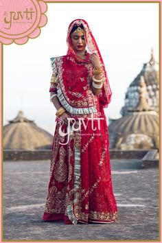 Poshak for wedding Indian Gowns Dresses, Royal Dresses, Indian Fashion Dresses, Dress Indian Style, Indian Outfits, Rajasthani Bride, Rajasthani Dress, Saree Designs Party Wear, Kids Dress Wear