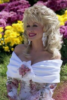 Dolly Parton I love her . my favorite singer Country Music Artists, Country Music Stars, Country Singers, Dolly Parton Pictures, Photo Portrait, Idole, Female Singers, Movie Stars, Divas