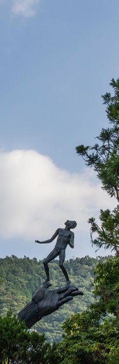 Carl Milles 'Hand of God' sculpture at open air museum Hakone Japan, Japon Tokyo, Bad Art, Outdoor Sculpture, Fuji, Museums, Art Museum, Countryside, Sunrise