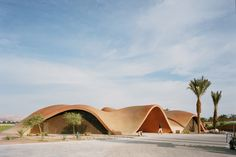 A dune-like concrete shell encases the Ayla Oasis golf clubhouse in Aqaba, which Oppenheim Architecture designed to blend in with the Jordanian desert. Architecture Design, Parametric Architecture, Organic Architecture, Dubai Architecture, Building Architecture, Concept Architecture, Landscape Architecture, Casas Club, Clubhouse Design