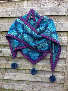 Ravelry: KnittingElse's Dahlientuch in blau/Türkis