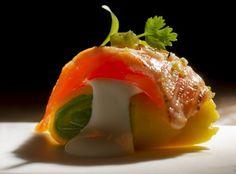 Maki causa de salmón con salsa aburi