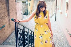 MÁŠ TALENT #fashion #outfit  #woman  #summer  #beautiful  #katharine #inspiration #zara #dress #floral #pink #look #ootd #style #hype #sun #yellow #midi