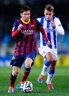 Lionel Messi of FC Barcelona runs with the ball chased by Antoine Griezmann of Real Sociedad during the Copa del Rey Semi Final second leg between Real Sociedad and FC Barcelona at Anoeta Stadium on February 2014 in San Sebastian, Spain. Barcelona Futbol Club, Fc Barcelona, Messi 10, Lionel Messi, National Football Teams, Football Soccer, Argentina National Team, Professional Football, Best Player
