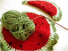 Art Threads: Monday Project - Crocheted Watermelon Potholder and Trivet Make red smaller for a coaster. I like this edge! Crochet Home, Knit Or Crochet, Crochet Crafts, Yarn Crafts, Crochet Projects, Crochet Kitchen, Crochet Coaster Pattern, Crochet Patterns, Beginner Crochet Tutorial
