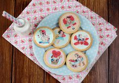 Postreadicción galletas decoradas, cupcakes y pops: Galletas retro de San Valentín