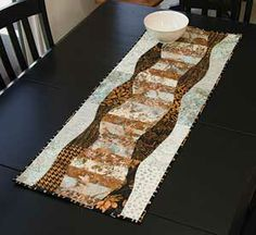 WATERFALL TABLE RUNNER PATTERN