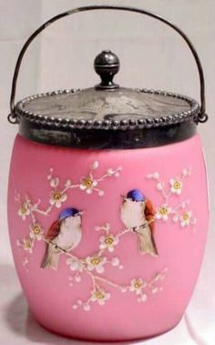 Candy jar ideas for kitchen, gift ideas, kitchen canisters, organizing kitchen, kitchen storage containers, kitchen decor, cookie jar, jelly jar, spice tin, coffee jar, tea jar. #tin #giftguide #homestyling