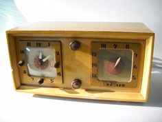 vtg 1952 MID CENTURY TRAV-LER TUBE CLOCK TABLE RADIO BLONDE WOOD